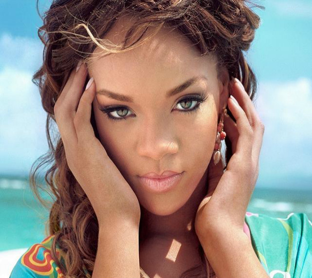 Rihanna rifiuta il brano di Grimes, che ne dite? Ascoltate!